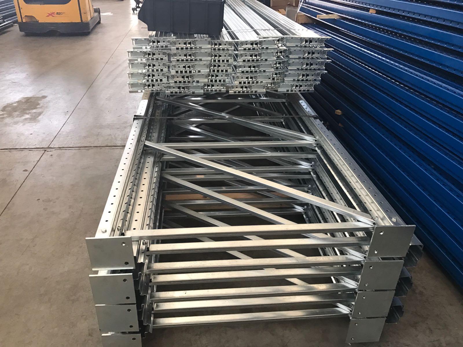 Scaffali Industriali Portapallet.Scaffalature Portapallet H 6 L 21 84 Posti Pallet Portata 1000kg Bancale